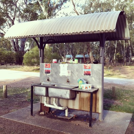 Mount Arapiles: Kitchen area at The Pines, Mt. Arapiles