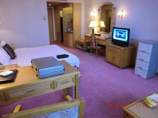 Golden City Hotel: 部屋2