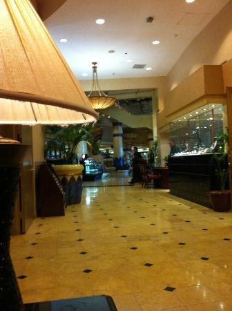 Crowne Plaza Los Angeles - Commerce Casino: The lobby
