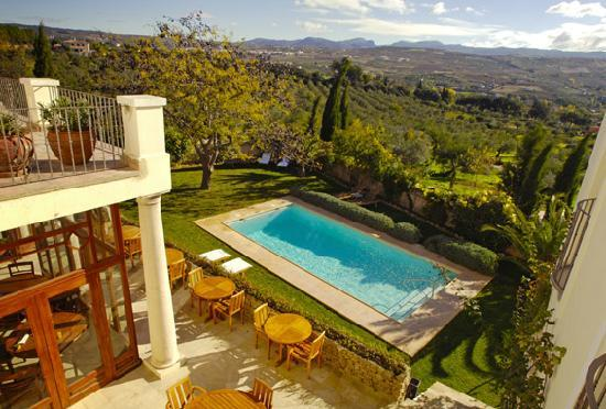 Hotel La Fuente De La Higuera: Swimming pool with view at the valley