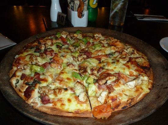Mercure Nadi: Nice Pizza in restaurant
