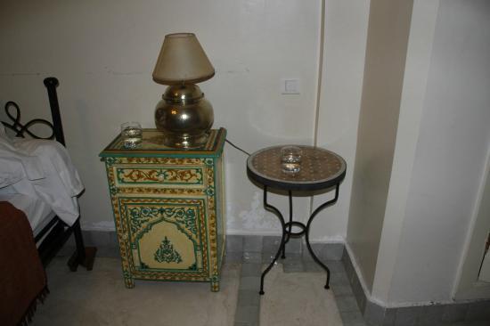 Riad Amira Victoria: nachtkastje