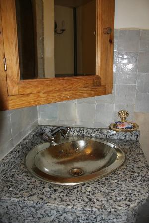 Riad Amira Victoria: fontein in badkamer