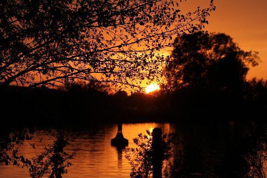 An der Fähre: Sonnenuntergang
