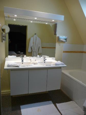 Villa Hotel: Bathroom