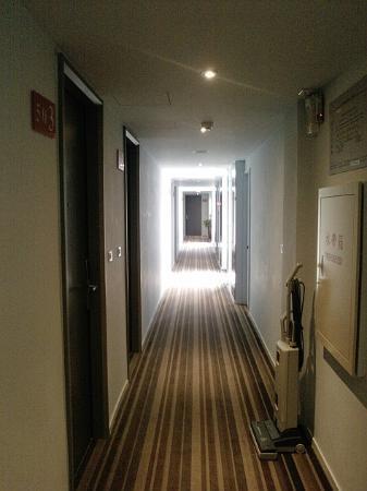 Legend hotel: 樓層走廊