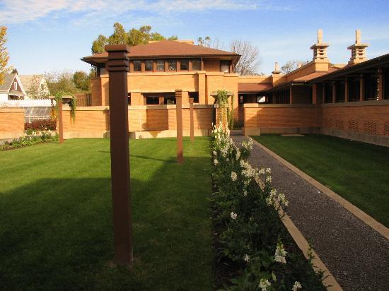 Frank Lloyd Wright's Darwin D. Martin House Complex : Martin House Kitchen Garden