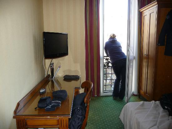 Hotel Montparnasse Daguerre: Room - Parisienne Balcony View
