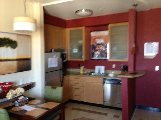 Residence Inn Gulfport-Biloxi Airport - Renovated: Kitchen