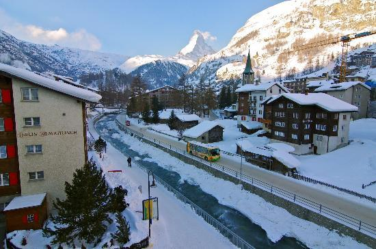 Hotel Aristella swissflair: Great view of Matterhorn from Balcony