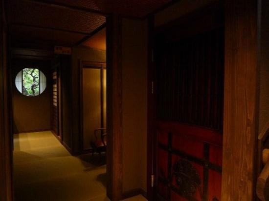 Kansuiro: 土蔵の扉もインテリアとして利用したそうです。
