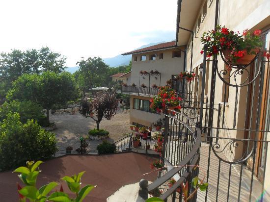 San Donato Val di Comino, Italie : Vue de la chambre (tourner droite)
