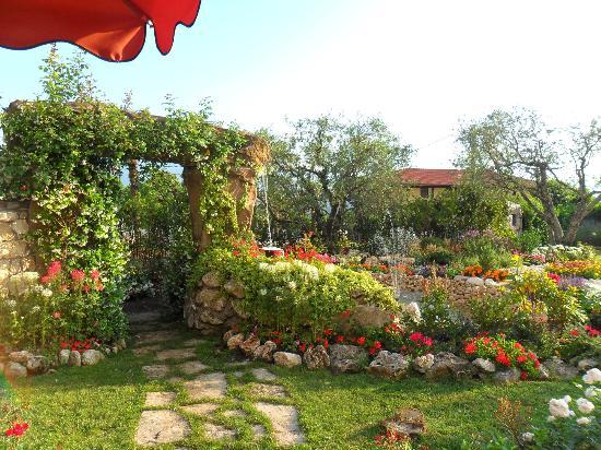 San Donato Val di Comino, อิตาลี: Fontaine (Jardin)
