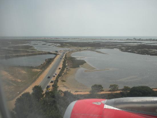 Ria Formosa Boat Tours: Anflug auf Faro Airport