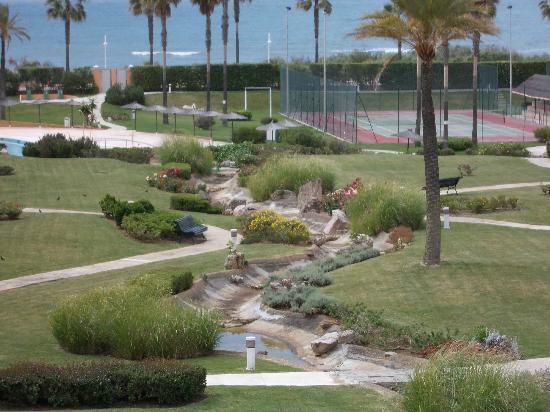 Apartamentos Leo Las Americas : vista del jardín desde la terraza (con zoom)