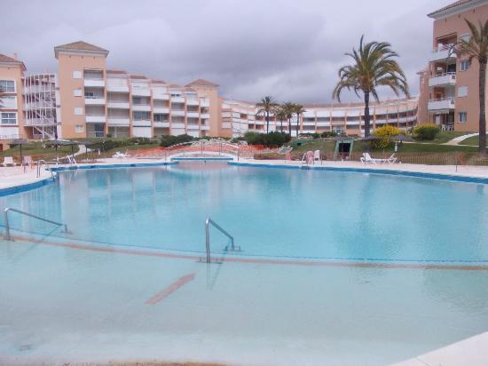 Apartamentos Leo Las Americas : la piscina