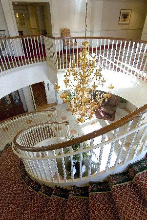 Inn at Middletown: Staircase