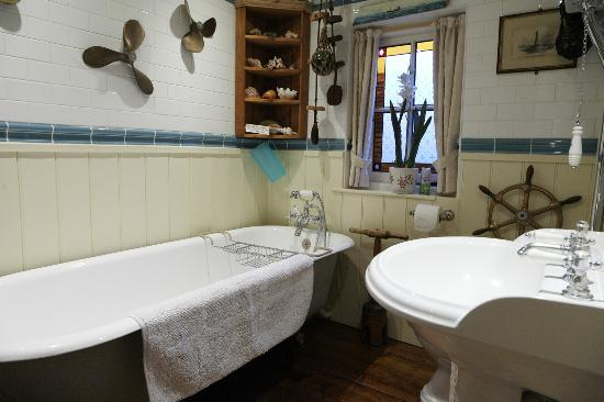 Avon View Bed & Breakfast: Lavender Room Bathroom