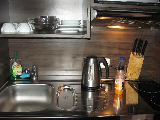 City Aparthotel München: Kitchen