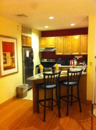 Residence Inn Kalamazoo East: kitchen