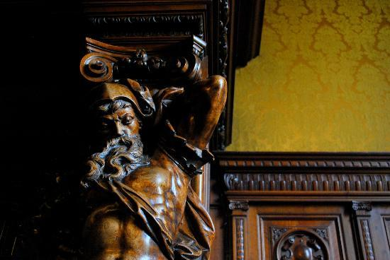 Palacio Paz: Pay special attention to the amazing woodwork, made my french artists.