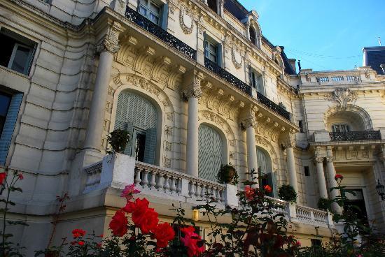 Palacio Paz: Inner garden. Stop & smell the roses.