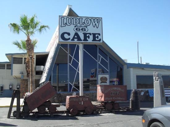 Ludlow Motel : cafe next door