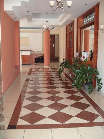 Pyramos Hotel: Hotel Lobby