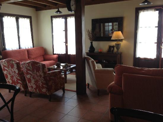 Hotel Rural Andrin: Dinning and rest room