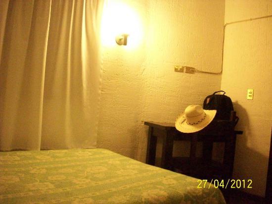 Hostal del Zocalo : mesa con contacos, para la compu!