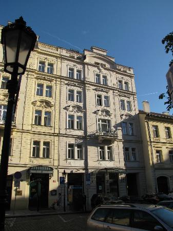 Maximilian Hotel: the hotel