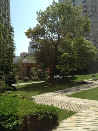 Lee Gardens Hotel Shanghai: ホテルの中庭
