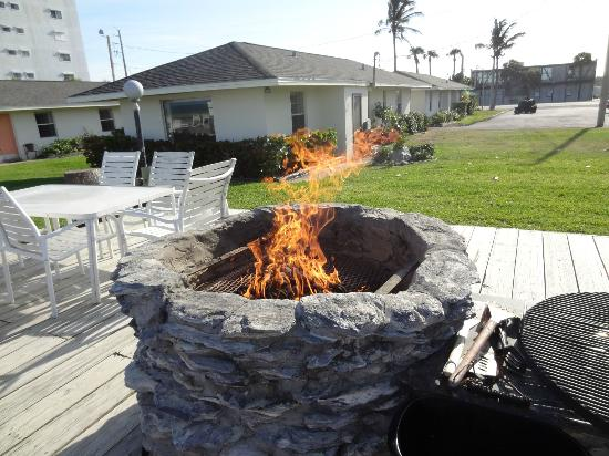 Surf Studio Beach Resort : fire/bbq pit on patio area by beach