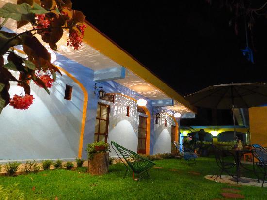 Azul Cielo Hostel: sky blue garden