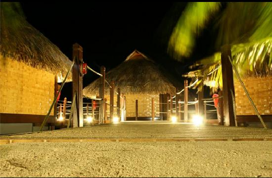 Maitai Polynesia Bora Bora: Overwater Bungalows by night- walkway