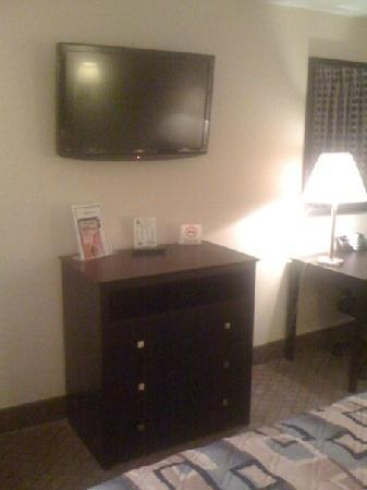 Super 8 Cleveland TX : ALL NEW ROOMS #2