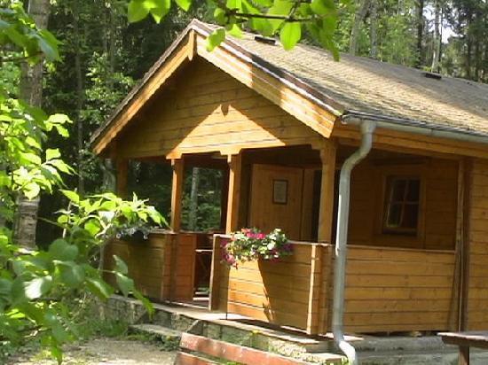 Resort Malevil: Log cabins