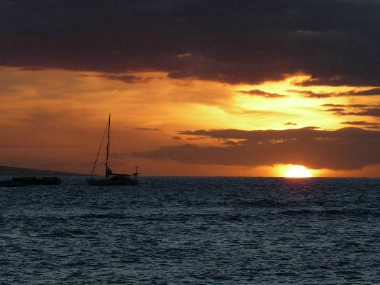 Best Western Pioneer Inn: Sunset on our first night in Maui - viewed from Sunset Park.