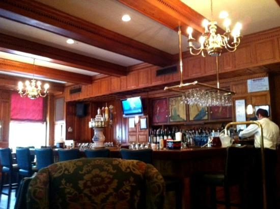 Hawthorne Hotel: Tavern on the Green - Bar with Seating