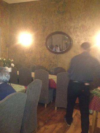 Dolmama Restaurant: slow service