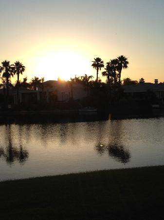 The Chateau at Lake La Quinta: Sunrise from our room!