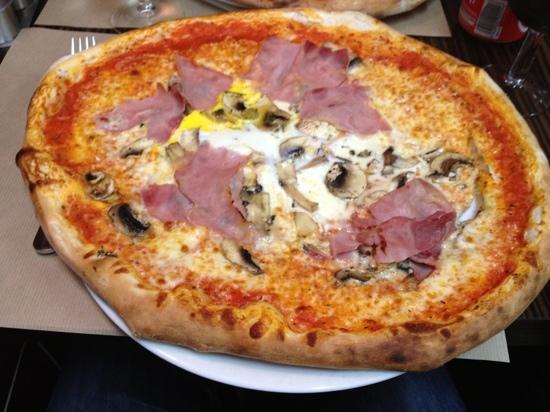 Pizza Rossi : pizza regina avec œuf