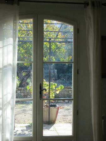 La Gracette : View to the patio garden