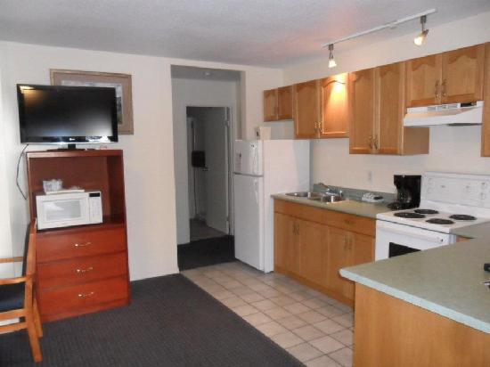 Perfect Canadas Best Value Princeton Inn U0026 Suites: Full Kitchenette Suite