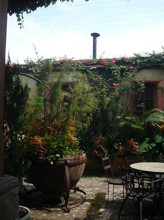 Almacen Troccoli: internal courtyard