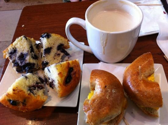 Sugar Cafe : Blueberry muffin & Egg bacon bagel