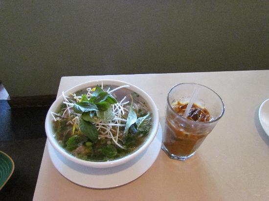 A Saigon Cafe : PHO and Iced Coffee, Yum!