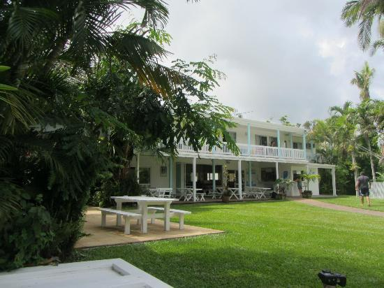 Absolute Backpackers Mission Beach: The grounds and buildings