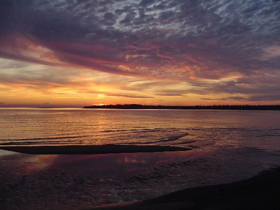 On the Bay Bed & Breakfast : Beautiful sun sets