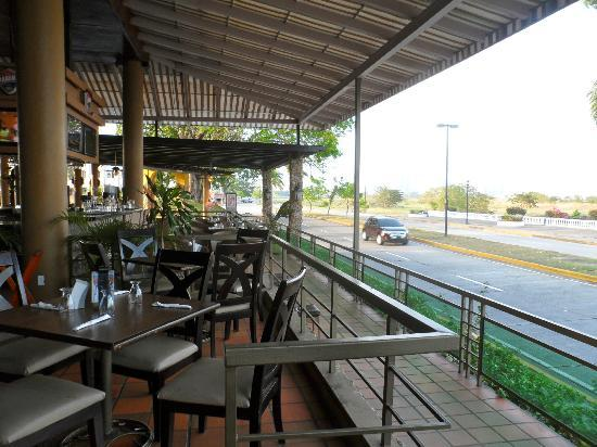 Amador Ocean View Hotel & Suites: Al Dente Restaurant a short distance from hotel on Causeway.